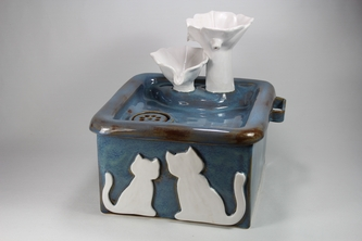 cordless square pet drinking fountain with internal SLA battery