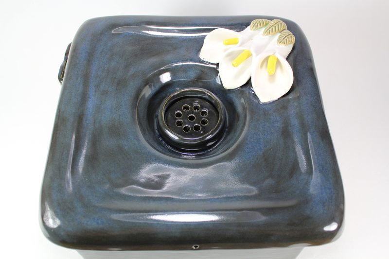 Square pet fountain with 3 lily spout and internal USB battery