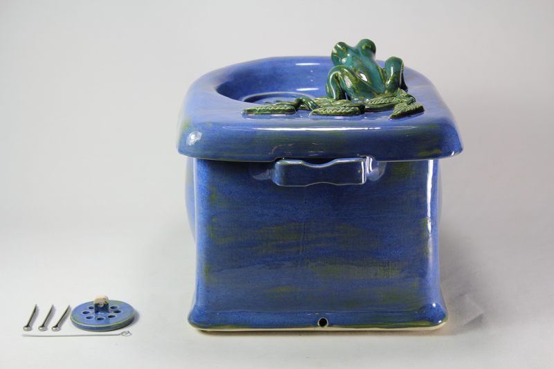 Small cordless pet fountain with frog spout and internal USB battery