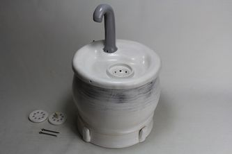 pet drinking fountain pf18014 with battery compartment underneath
