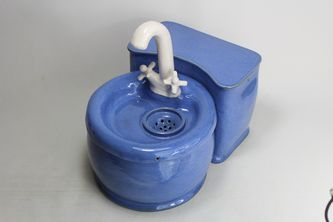 Pet drinking fountain pf18024 with detached battery compartment